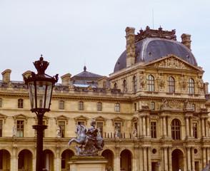 Retro look Louvre Paris