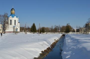 Храм и канал