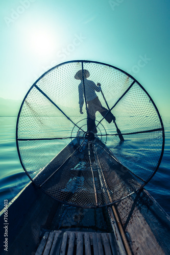 Traditional Burmese fisherman at Inle lake - 70656403