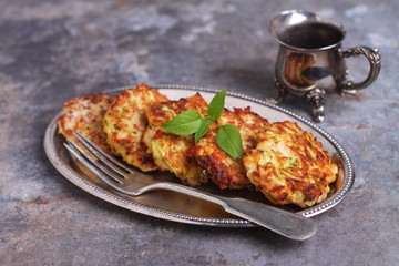Chicken cutlets with zucchini