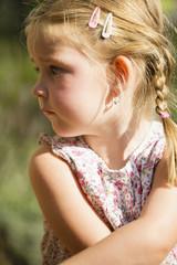 Junges Mädchen im Garten portrait