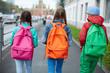 Leinwanddruck Bild - Going to school