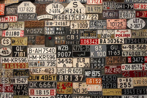 Deurstickers Vintage cars License Plates on the wall