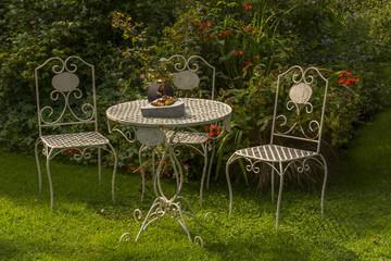 Salon de jardin, table et chaises