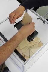 ELECTIONS - URNE