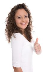 Glückliche junge Frau in Shirt weiß isoliert mit Daumen hoch
