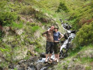 В холодной воде горного ручья