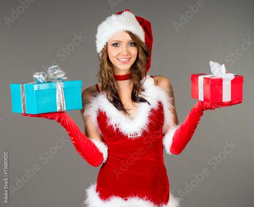 canvas print picture hübsche Frau mit Weihnachtsgeschenken