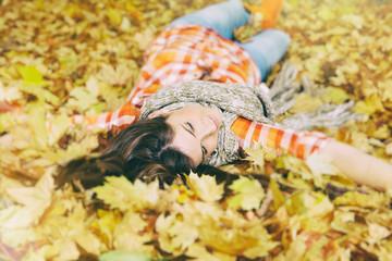 in den Blättern liegen