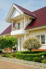 Neugebautes Wohnhaus mit  elegantem Vorbau