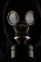 Hombre con máscara de gas.