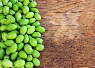 Cornice di olive verdi
