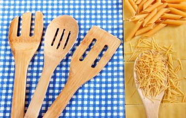 Composizione di utensili e pasta