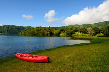 A lagoa da canoa vermelha