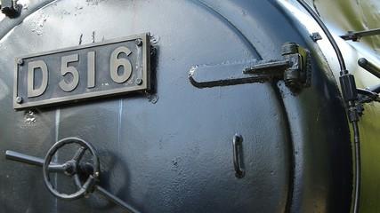 屋外に展示された蒸気機関車_2