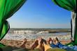 Туристы на море в палатке - 70691454