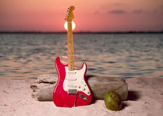 Chitarra mare e spiaggia al tramonto