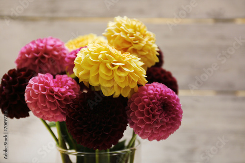 Deurstickers Dahlia Dahlia flowers in vase on wooden table