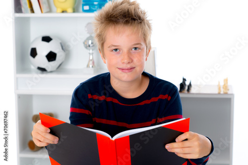 canvas print picture boy is reading a book