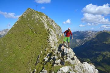Klettern und Balance am Gipfel