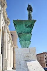Monumento in bronzo raffigurante la Vergine di Bonaria