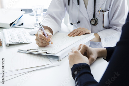 Woman doctor that examination - 70704221