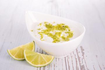 yaourt sauce with lemon