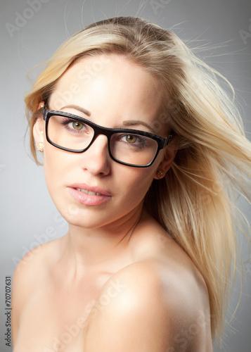 canvas print picture Blonde Frau trägt Brille