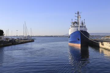 nave al porto