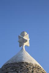 la punta del tetto di un trullo - simbolo della famiglia nobile