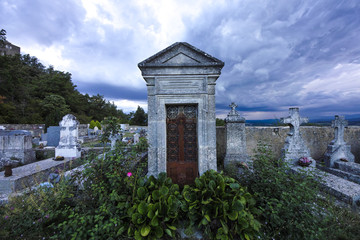 Friedhof in Viens, Provence, Luberon