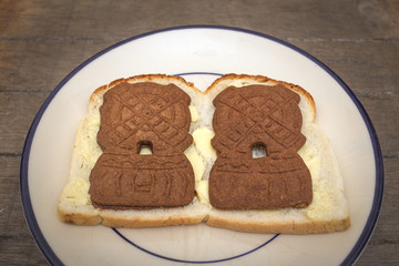 Wit brood met roomboter en speculaasjes