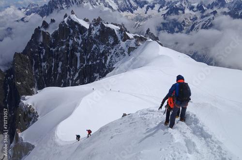 Papiers peints Montagne Alpinistes à l'Aiguille du Midi - Massif du Mont Blanc