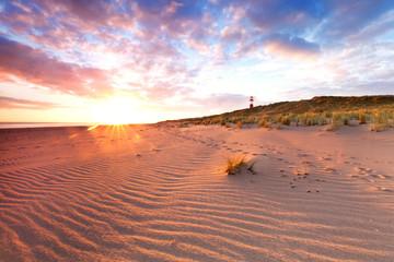 Spuren im Sand am Leuchtturm