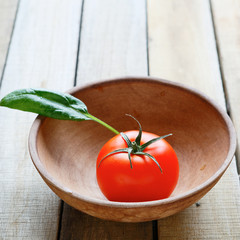 tomato in bowl and leaf spinach