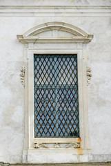 Frontone decorazione, finestra, scultura, Pisa