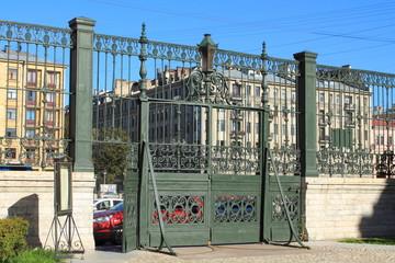 входные старинные ворота