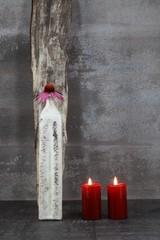 Stillleben mit Vase und 2 Kerzen
