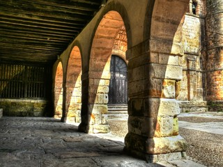 Collegiate Church of Santillana del Mar, arches