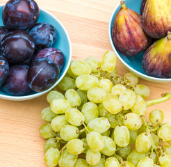 Plums, figs and white grapes.