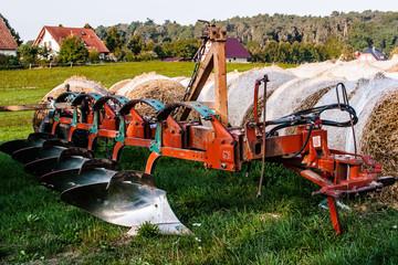 Landwirtschaftliches Fahrzeug- Pflug