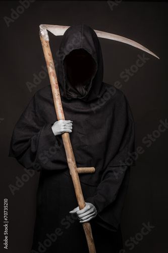 Poster Angel of death with a scythe in his hands on black background