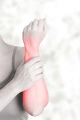 Schmerzen im Unterarm - schwarz weiß