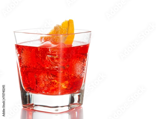 Papiers peints Cocktail red cocktail with orange slice isolated on white background