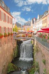 Der spektakuläre Wasserfall in der Altstadt von Saarburg