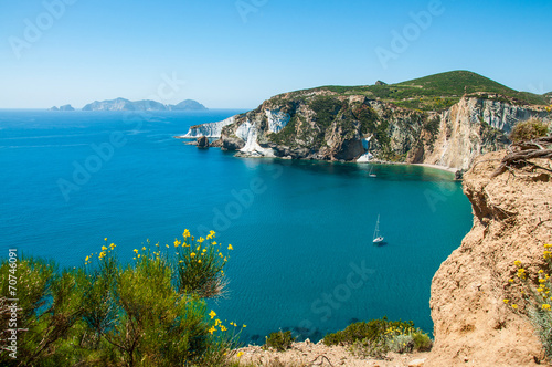 Barca a Chiaia di Luna sull'Isola di Ponza - 70746091