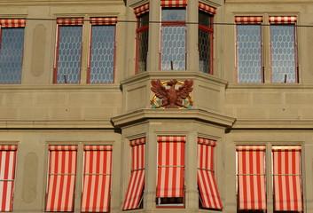 façade d'un vieux immeuble