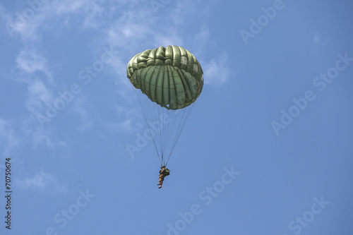 Parachutist in the war - 70750674