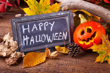 Halloween Dekoration mit Kürbis und Schild
