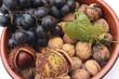 Fruits d'Automne : Raisin noir  Noix fraîche  Marron